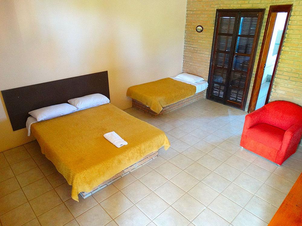 http://www.pousadarural.com.br/wp-content/uploads/2015/08/apartamentos_com_sacada_03.jpg